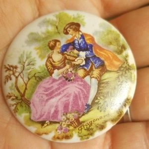 Old porcelain Victorian brooch PM 658